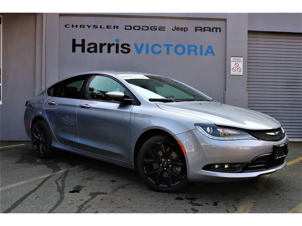 Pre-Owned 2016 Chrysler 200 S Alloy Edition,Low Kms,No Accidents!