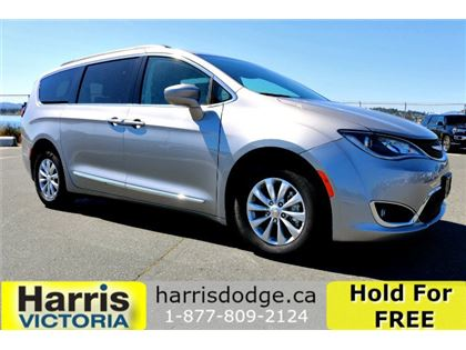 New 2017 Chrysler Pacifica Touring-L FWD Sport Utility